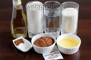 Для приготовления влажного шоколадного пирога возьмём муку, воду, масло растительное, какао (без горки), сахар и соль, ванилин или экстракт, растворимый кофе, соду и разрыхлитель, винный уксус или лимонный сок.