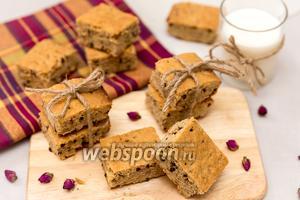 Нарезной арахисовый пирог с орехами и шоколадом