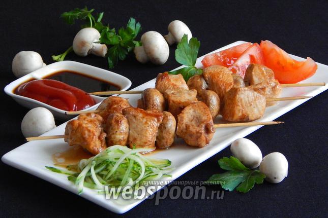 Фото Куриные шашлычки с шампиньонами на шпажках на сковороде