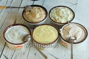Наполняем соусницы нашими приготовленными соусами.