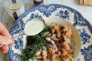 Приправим гвоздикой, перцем из мельницы и солью по вкусу. Вымешаем до однородного соуса.