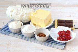 Для приготовления полосатой пасхи нам понадобится творог, сливочное масло, сахарная пудра, сметана, шоколад чёрный и белый, растворимый кофе.