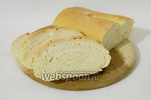 Готовый хлеб, при постукивании, должен издавать пустой глухой звук. Такой хлеб охлаждаем и подаём. Приятного аппетита!