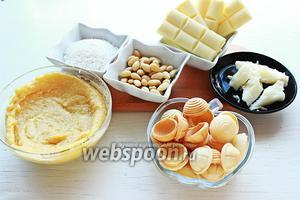 Для конфет «Рафаэлло», надо приготовить  крем «Раффаелло» , очищенный миндаль, кокосовая стружка, масло, белый шоколад, вафельные полусферы.