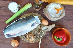 Подготовим продукты: рыбу, лук, сельдерей, перец болгарский, подсолнечное масло, муку, яйцо, кефир (можете заменить водой), соль, перец, сухие травы.