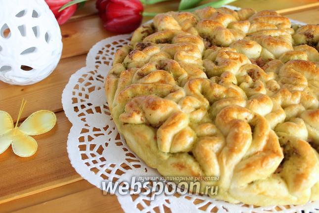 Фото Пирог с соусом песто и колбасой