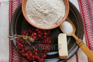 Для калинника возьмём — калину, муку ржаную, дрожжи, сахар для закваски, соль.