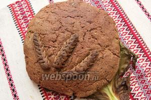 После выпекания достаем лепёшку-пирог, даём остыть до тёплого и укрываем полотенцем на пару часов. Приятного аппетита!