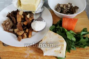 Для приготовления похлёбки взять грибы отварные, коренья, масло сливочное и растительное без запаха, муку. Для заправки жареную печень, сметану, зелень, пармезан.