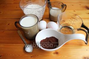 Итак берём такие продукты. Мука, молоко, яйца, разрыхлитель, масло, какао. На фото продукты для двух видов теста. Но далее будем всё делить пополам.
