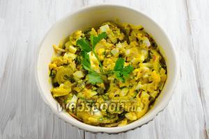 Закуска готова. Закуску из трески можно подавать в виде салата или намазать на тосты.