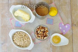 Для приготовления возьмём: один лимон. Нам потребуется сок — 1,5 столовых ложки и цедра целого лимона. Овсяные хлопья, яйца, сахар коричневый, орехи и мёд.