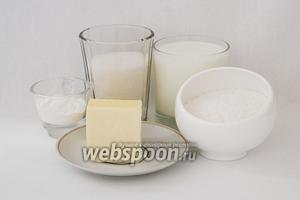 Готовим кокосовый слой. Для него возьм\м молоко, сахар, кокосовую стружку, масло сливочное, крахмал.