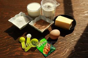 Для булочек, возьмём: муку 600-750 г, яйцо (маленькое), сливочное масло, молоко, сахар, дрожжи (у меня 7 г), кардамон, соль, корицу.