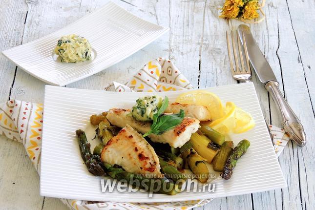 Фото Пангасиус на спарже с базиликовым маслом
