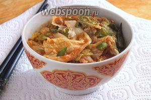 Через несколько дней, капуста готова и можно подавать её к столу! Такая закуска хорошо сочетается со многими блюдами: мясом, супами, рыбой, птицей... Приятного аппетита!