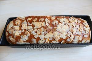 Готовый хлеб достаём из духовку, остужаем в форме, потом только достаём. И нарезаем. Приятного аппетита.
