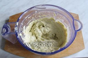 Бутербродная паста с оливками готова. Подавать с хлебом или тостами, или в тарталетках. Приятного аппетита!