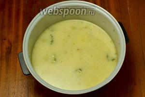 При подаче добавляем в суп мелко нарезанную зелень.