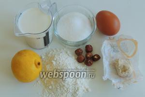 Подготовим ингредиенты: муку высшего сорта, сливочное масло комнатной температуры, лимон для цедры и сока, свежие дрожжи, молоко, сахар, яйца, орехи для глазок.