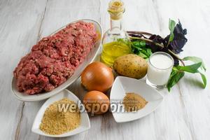 Чтобы приготовить фрикадельки, нужно взять фарш мясной смешанный, яйца, картофель, кусок сухого батона или сухари, молоко, соль, перец, корица, оливковое масло, свежая зелень кинзы, мяты и базилика, масло подсолнечное рафинированное для жарки.