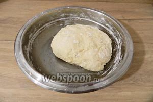 И замешиваем мягкое тесто.