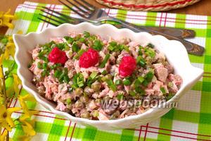 Салат с курицей, сыром и маринованными грибами
