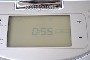 Выставить режим «Печь», время 55 минут, температура 150ºC. Закрыть крышку.