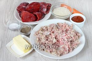 Для того чтобы приготовить начинённый перец фаршем, рисом и морковью вам понадобится томатная паста, соль, болгарский перец, перец ёерный молотый, сливочное масло, рис, морковь и фарш свиной.