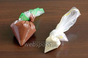 Тёмный шоколад я растопила со сливками, но получилось густовато. Поэтому всегда растапливаю шоколад без всяких добавок и смешиваю его с растительным маслом, в пропорции 10:1. С белым шоколадом я именно так и поступила, он получился послушным и жидким.