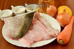 Для маринования рыбы нам понадобится филе толстолобика, лук, морковь, соль, сахар, подсолнечное масло, лимон для сока, душистый перец горошком и лавровый лист.