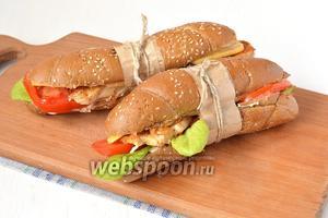 Соединить 2 половинки багетов. Сэндвич готов.
