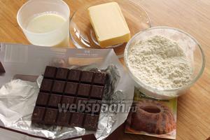 Для булочек понадобятся мука, масло, соль, сода, разрыхлитель, молоко и чёрный шоколад для начинки.