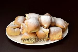 Перед подачей печенье щедро посыпать сахарной пудрой.