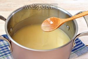 В кипящую воду влить смесь из воды и муки. Довести до кипения, постоянно помешивая. Охладить.