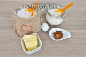 Для печенья приготовим сливочное масло комнатной температуры, какао, крахмал, муку, немного соли, сахар, сгущённое молоко, яйцо, разрыхлитель. Все продукты комнатной температуры.