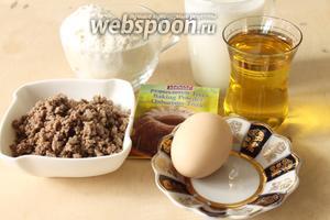 Для пирожков понадобятся мука, растительное масло, разрыхлитель, айран или кефир, яйцо и обжаренный фарш.