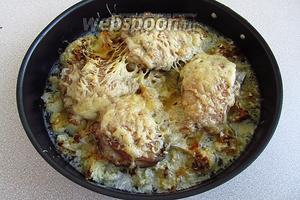 Запекать блюдо при температуре 180 °С в течение 40 минут.