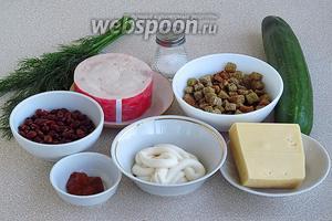Для приготовления салата нужно взять зерновую красную фасоль, варёную ветчину, свежий огурец, чеснок, сухарики «Кириешки», твёрдый сыр (у меня «Пошехонский»), майонез, кетчуп, зелень укропа и соль.