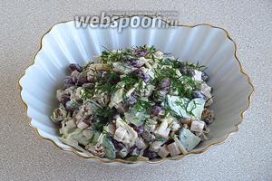 При подаче посыпать салат укропом.