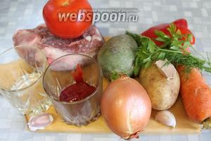 Для приготовления лагмана нужно взять баранину, картофель, морковь, редьку, лук, перец, помидор, томатное пюре, чеснок, масло подсолнечное, пряности, зелень.