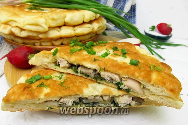 Фото Паляницы с курицей, грибами и луком