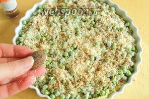 Натираем мелко мускатный орех или используем уже готовый тёртый.