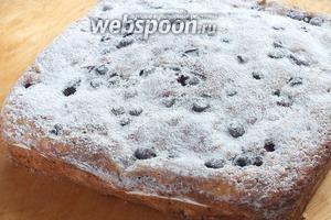 Выпекайте пирог примерно 30-35 минут до пробы на «сухую лучину» и золотистой корочки сверху. Перед подачей ещё немного присыпьте пирог сахарной пудрой! Подавайте к чаю.  Приятного аппетита!