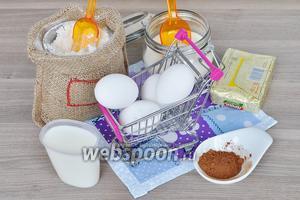 Приготовим продукты для теста. Масло и яйца комнатной температуры, молоко тёплое, какао, сахар, мука и разрыхлитель.