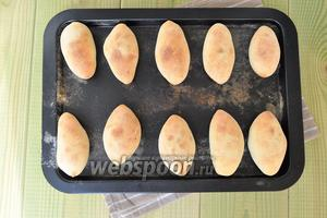 Пирожки готовы, остудить на листе и подавать.