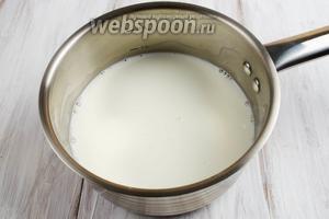 Молоко нагреть с сахаром.