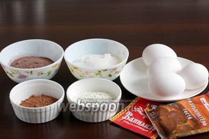 Для приготовления рулета возьмём крупные яйца (76-78г), какао, сахар, пудинг шоколадный, который нужно варить (или 80 г муки + 10 г какао), ванилин, разрыхлитель, муку.
