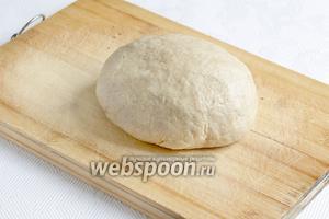 Тесто завернуть в плёнку и положить в холодильник, пока будет готовиться начинка.