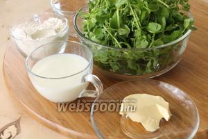 Для гутабов понадобятся мука, соль, вода, молоко и масло для теста, а также мокрица (можно взять любую свежую зелень, шпинат, кинза, укроп) и солёный сыр (у меня брынза) для начинки. Для смазывания лепёшек понадобится сливочное масло.